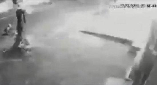 Vídeo mostra explosão provocada por criminosos que tentavam arrombar loja e causaram curto-circuito, nos Aflitos