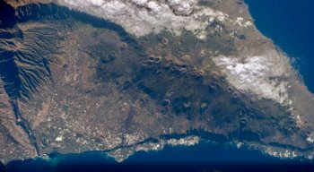 Com uma erupção explosiva, a onda de choque provocaria a formação de tsunamis que atingiriam todo o Atlântico, dos Estados Unidos ao sul do Brasil.