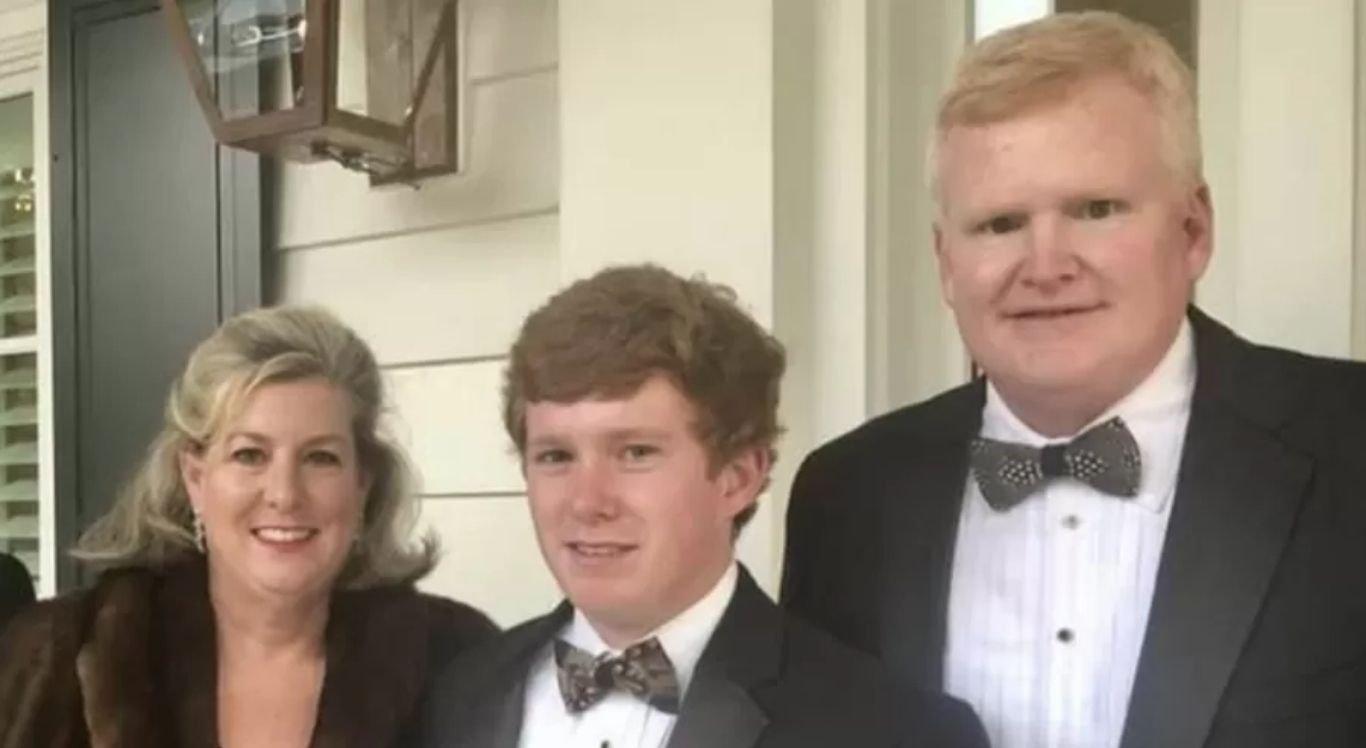 """Murdaugh foi encontrado em uma estrada com ferimentos """"superficiais"""" na cabeça"""
