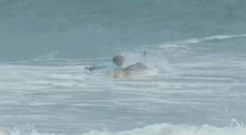 Surfista de 16 anos é atacado por tubarão; veja vídeo