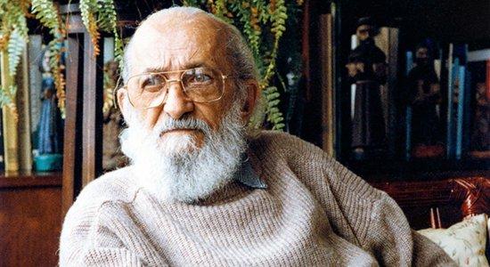Emicida, FHC e outras personalidades exaltam em série a importância de Paulo Freire para a educação