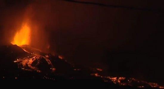 Vulcão segue cuspindo fogo nas Ilhas Canárias