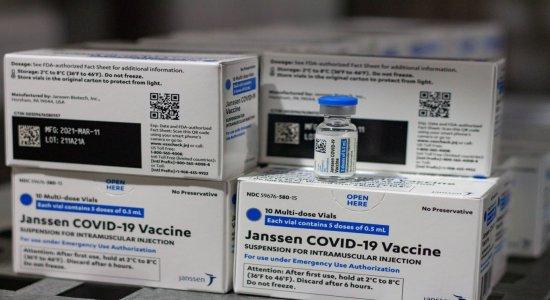 Pernambuco recebe mais doses da Janssen, vacina contra a covid-19 de dose única