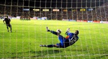 Marcos defendeu três pênaltis na disputa contra o Sport na Libertadores de 2009.palme