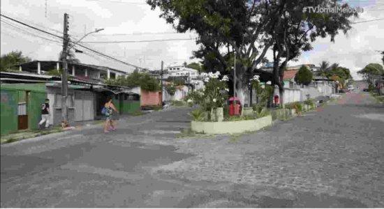 Idosos assaltados em bar e mulher abordada por suspeito na moto: moradores denunciam insegurança em Cajueiro, no Recife