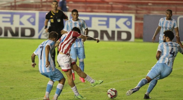 Jean Carlos ainda marcou para o Náutico, mas não foi suficiente para evitar a derrota.