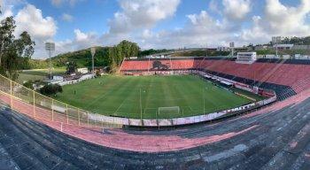 Vitória x Coritiba se enfrentam no Estádio do Barradão pelo Campeonato Brasileiro da Série B.