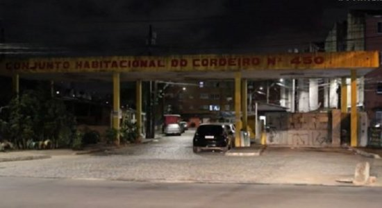 Para roubar celular de garoto de 12 anos, criminosos o agridem e atiram no rosto dele, na Zona Oeste do Recife