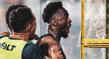 Jefferson marcou o gol da vitória do Remo contra o Náutico aos 51 minutos do 2º tempo.