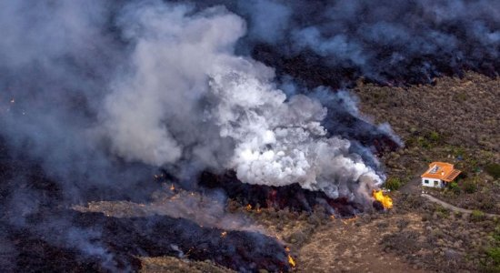 La Palma: uma casa escapou ao rio de lava do vulcão