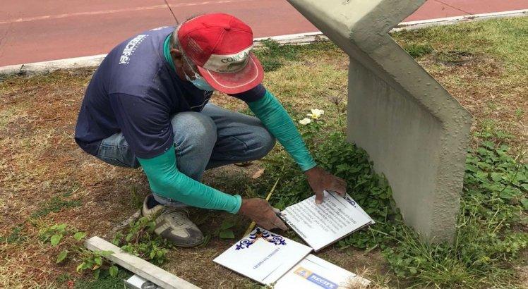 Nova placa é colocada na ciclovia que elava o nome da jornalista Graça Araújo