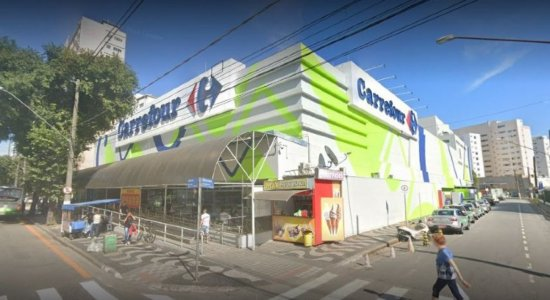 Funcionário do Carrefour é achado preso dentro de elevador de supermercado após quase 36 horas desaparecido