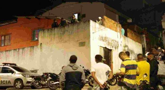 Primeiro Impacto: jovem é assassinado na casa onde morava, no Recife