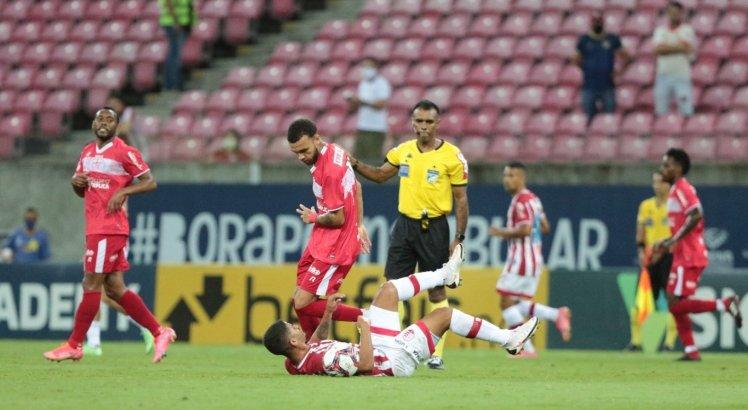 Com presença de torcida, Náutico e CRB se enfrentaram na Arena de Pernambuco.