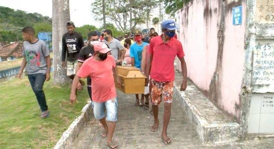 Auxiliar de cozinha sequestrado de dentro de casa é enterrado em Paulista; corpo foi encontrado em Olinda