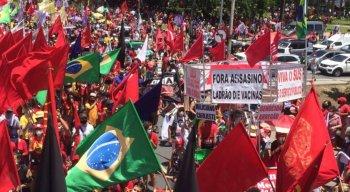 Manifestação contra Bolsonaro teve concentração na Praça do Derby