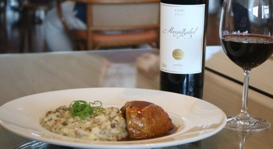 Da cozinha regional à internacional, o restaurante Douro In, no RioMar Recife, é sinônimo de requinte e boa gastronomia