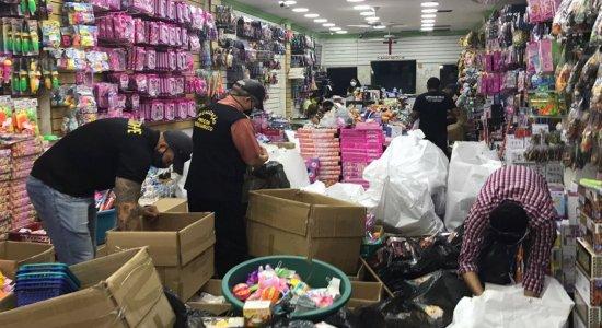 Mais de duas toneladas de brinquedos irregulares são apreendidos no centro do Recife; quatro pessoas foram presas