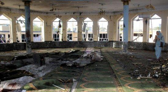 Explosão mata 46 pessoas em mesquita no Afeganistão; homem-bomba provocou atentado
