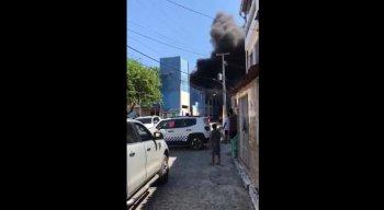 Corpo de Bombeiros foi acionado para controlar chamas