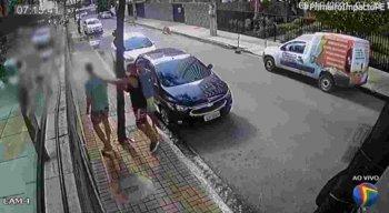 Câmeras de segurança flagram assalto e agressão em Setúbal