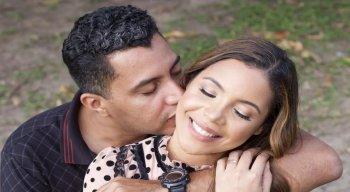 Marido de Amanda Wanessa celebra 10 anos do casamento e acredita na recuperação da cantora; veja