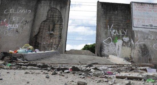 Muro do Metrô cai sobre menina de 8 anos durante festa de Dia das Crianças no Recife; veja estado de saúde da vítima