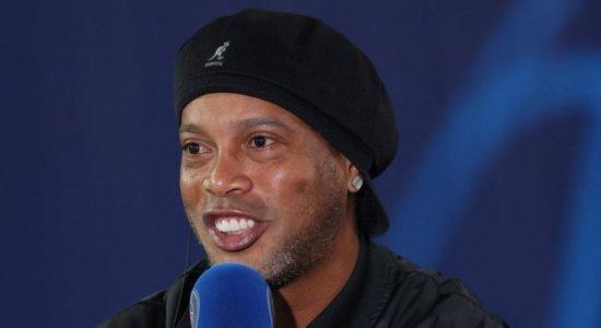 Ronaldinho Gaúcho e Messi se reencontram no jogo entre PSG x RB Leipizig pela Champions League; veja