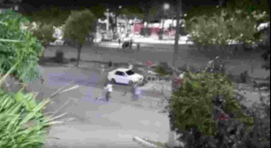 Vídeo: Tiroteio deixa um morto e dois feridos em praça do Cabo de Santo Agostinho, no Grande Recife