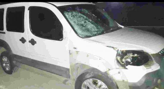 Carro atropela dois homens que atravessavam BR-232 e deixa um morto e o outro ferido na Zona da Mata de Pernambuco