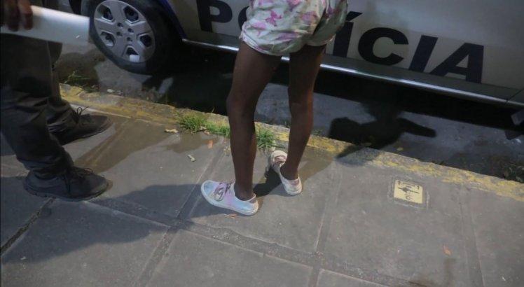 Motorista é flagrado praticando sexo com menina trans de 14 anos e preso pela polícia em Santo Amaro, no Recife