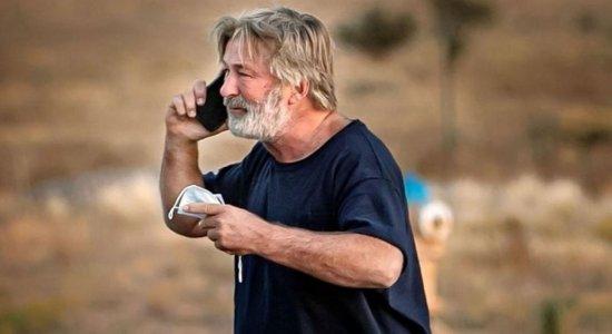 Alec Baldwin mata acidentalmente: antes do acidente fatal, parte da equipe do filme teria alertado sobre armas
