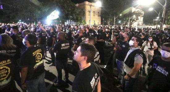 Pode haver greve? Em protesto no Recife, policiais cobram aumento de salário e legalização de funções