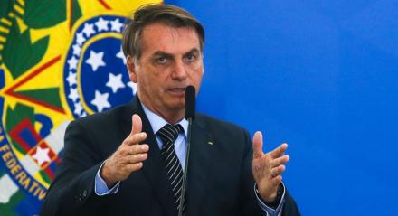 Bolsonaro gesticulando