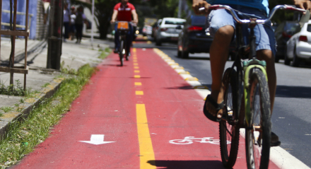 Novo corredor de ciclofaixa na Rua Bispo Cardoso Ayres completando o complexo de ciclofaixas no bairro da Boa Vista. Palavras-chaves: Ciclofaixa - Ciclovia - Bicicleta - Mobilidade ##