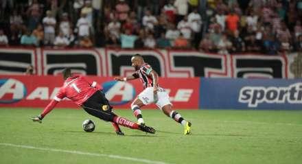 Chiquinho do Santa Cruz no Jogo entre Santa Cruz x Botafogo ( PB) valido pela Copa do Nordeste , partida realizada no Estádio do Arruda, Recife, Pernambuco.