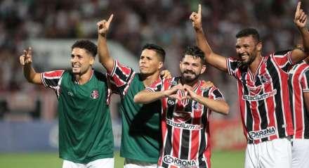 ogo entre Santa Cruz x Botafogo ( PB) valido pela Copa do Nordeste , partida realizada no Estádio do Arruda, Recife, Pernambuco.