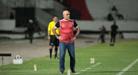 Itamar Schulle, técnico do Santa Cruz. Jogo entre Santa Cruz x Botafogo ( PB) valido pela Copa do Nordeste , partida realizada no Estádio do Arruda, Recife, Pernambuco.