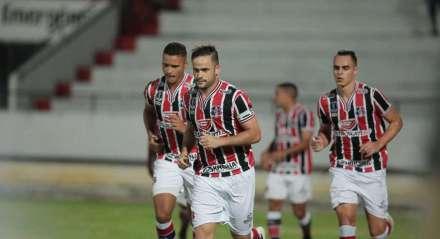 Pipico, atacante do Santa Cruz. Jogo entre Santa Cruz x Botafogo ( PB) valido pela Copa do Nordeste , partida realizada no Estádio do Arruda, Recife, Pernambuco.