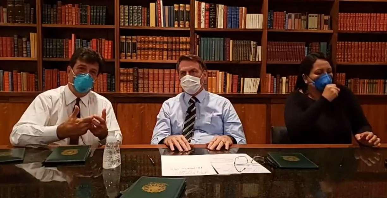 De máscara, Bolsonaro faz live dizendo que ainda não tem resultado do teste de coronavírus