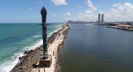 Assunto: RECIFE-PE - Vista aérea do Marco Zero do Recife, com destaque para a torre de cristal, localizada no Parque de Esculturas de Brennand. Palavras-Chaves - Francisco Brennand - Escultura - Porto do Recife Previsão do tempo. Temperatura