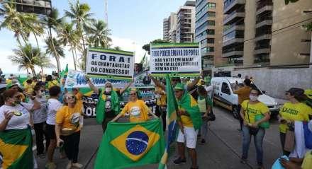 Protesto em favor do Governo Bolsonaro e contra o Supremo Tribunal Federal e o Congresso Nacional, na Avenida Boa Viagem.