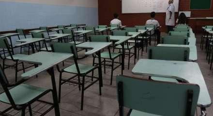 Salas vazias no Colégio salesiano. Corredores vazios no Colégio Salesiano. Escolas Particulares tomam as primeiras medidas de prevenção conta a epidemia de coronavírus, em Pernambuco. A partir desta quarta-feira todas as escolas fecharão as portas.