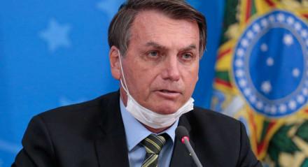 Presidente Jair Bolsonaro durante Declaração à Imprensa nesta quarta-feira (18), em Brasília. Jair Bolsonaro de máscara cirúrgica.Coronavírus