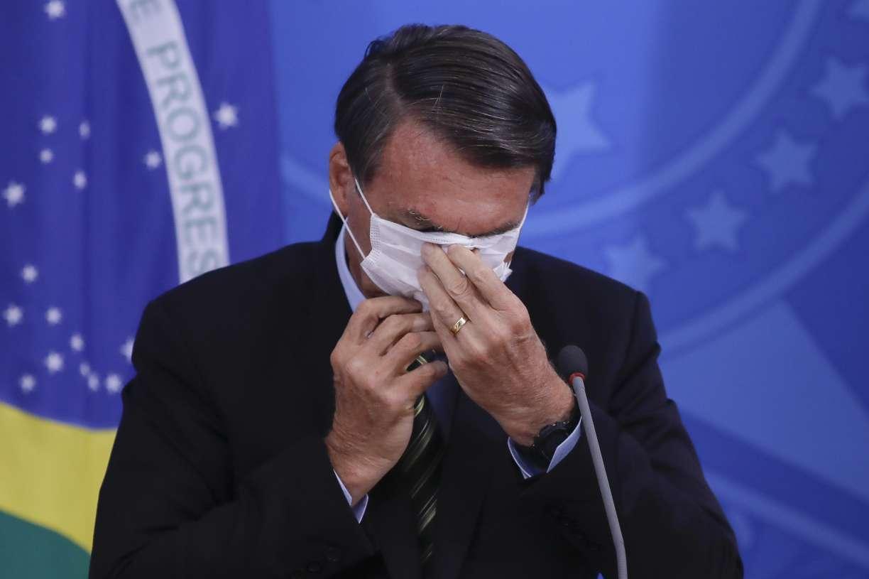Aprovação de Bolsonaro cai quatro pontos percentuais e 92% esperam impacto negativo do coronavírus para economia