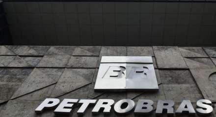 A Petrobras anunciou a redução nos preços do litro da gasolina, em 12%, do diesel, em 7,5% e do gás de cozinha (GLP), em 5%