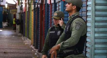 Devido a disseminação do novo Coronavírus, o governo mandou fechar todo o comércio do estado. A polícia militar já está intervindo para fechar os comerciantes que estão indo contra a lei. Palavras-chave: Comércio - Camelódromo - Máscara - Doença - Coronavírus - Vírus - Polícia - Polícia Militar ##