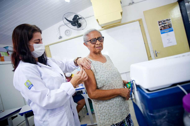 Vacinação contra a gripe vai ser retomada nesta sexta-feira (27), no Recife