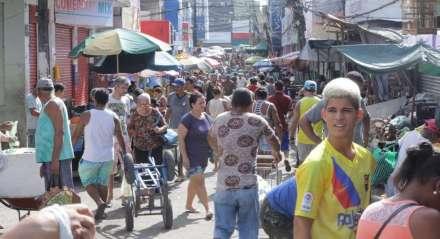 Comércio na Feira de Cavaleiro, em Jaboatão dos Guararapes, no Grande Recife