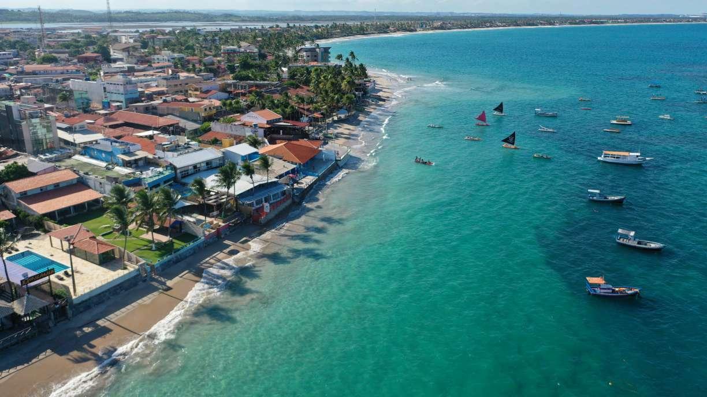 Praia de Porto de Galinhas, no Litoral Sul de Pernambuco, liberada para banho de mar a partir deste sábado